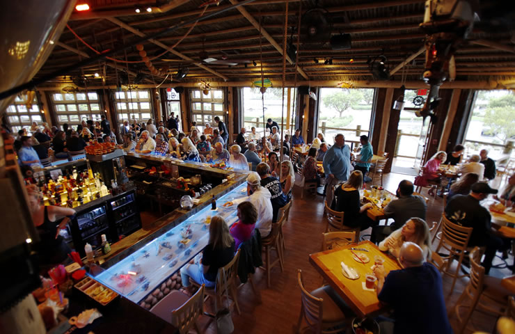 Bimini-Bai-shack-inside-bar